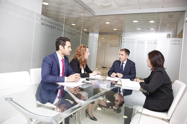 servicios profesionales, un equipo a tu servicio para acompañarte en la toma de cada decisión